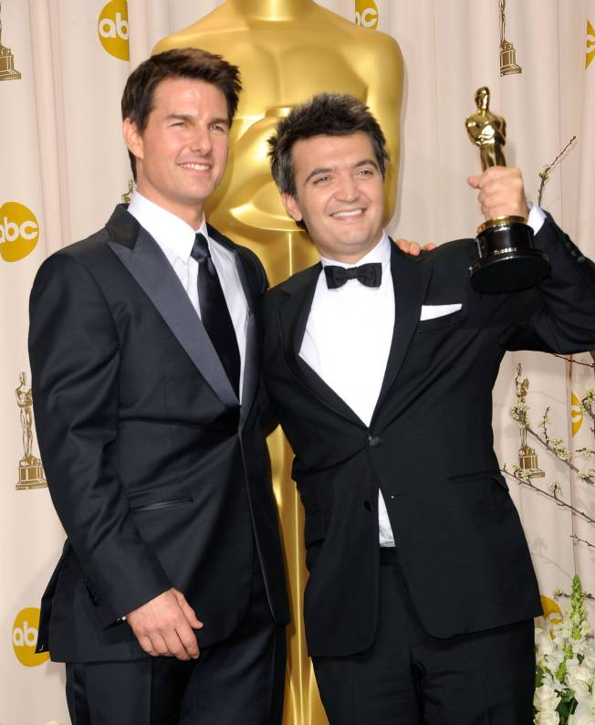 Tom Cruise flaunts the flawless skin at Oscars'13